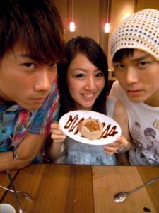 The two boys flanking Jeneen and her chocolate cake, so sweet!