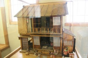 模型日式娃娃屋。A model structure of a Japanese dollhouse.