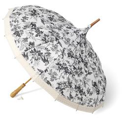 Vintage Umbrella. 撑一把这样的伞就很有味道咯!我发现大多数在街上撑伞的人比较实际,伞的设计都没有什么花样,注重它的功能多过来当服装配�的装饰之一。