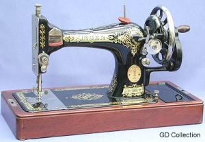 Vintage No. 28 Singer Sewing Machine 1927。