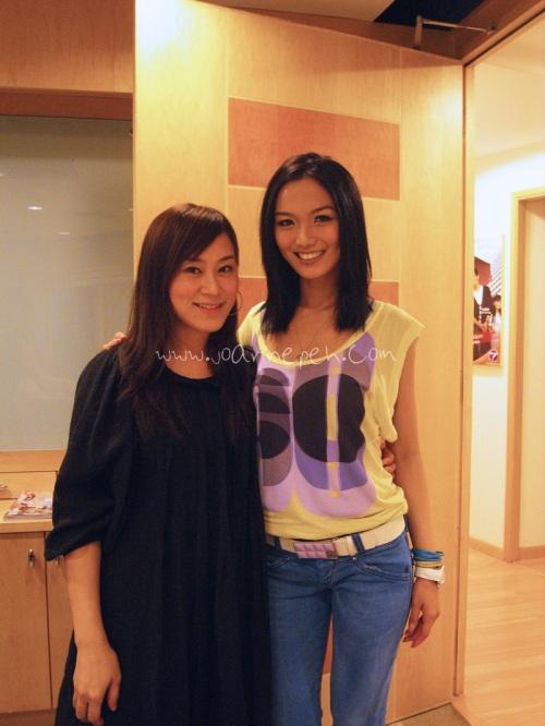 Kristina 开了一间学院,经验丰富。是她帮我化妆和弄头发。
